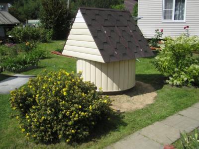 Нужна ли крыша для колодца?